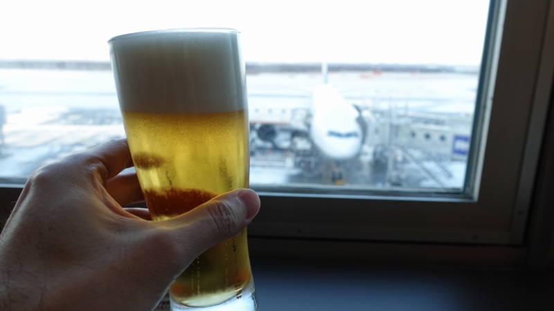 新千歳空港でビール2